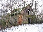 Гнездилово, усадьба: ледовня (руины), XIX в.