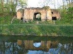 Высокое (Камен. р-н), замок: брама (руины), 2-я пол. XVII в.