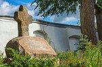 Глубокое, монастырь кармелитов: каменный крест