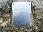 Орепичи, усадьба: мемориальный знак Тимофею Лосю