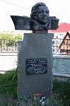 Зельва, памятник Ларисе Гениюш, 2003 г.