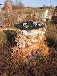 Бояры (Мядел. р-н; Старог. сс), кладбище христианское: часовня-надмогилье (руины), кон. XIX-нач. XX вв.