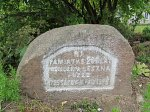 Лешно, усадьба: мемориальный камень, 1925 г.