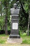 Вязынка (Молод. р-н), музей-усадьба: памятник Я. Купале, 1972 г.